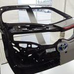 プリウスphvの新装備 カーボンのバックドア。3kg軽くなる。