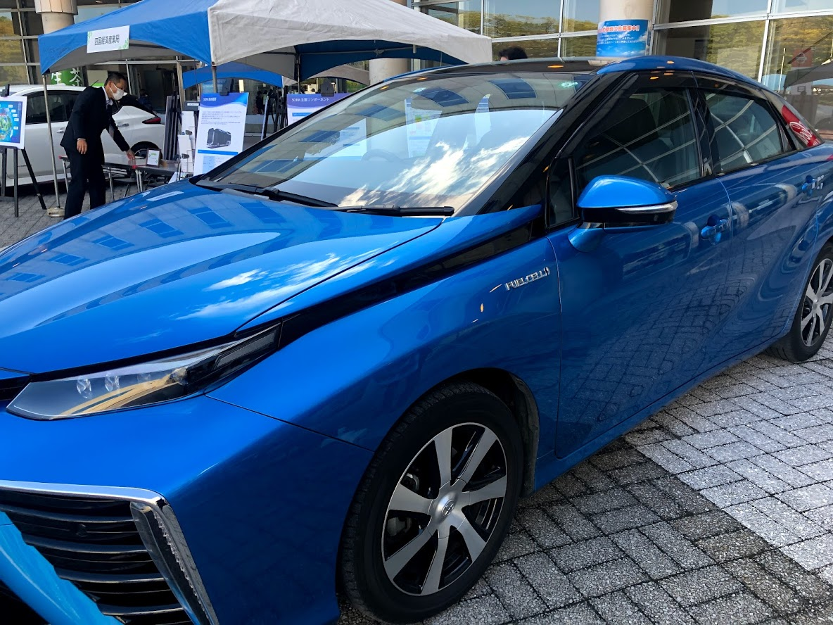 燃料電池車 トヨタMIRAIはレクサスLSベースになる!?